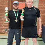 Ralf und Sepp mit Pokal - Die Sieger VM 2019